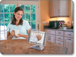 Summer Infant Complete Coverage Color Video Monitor Set with 7-Inch LCD Screen and 1.8-Inch Handheld Unit Product Shot