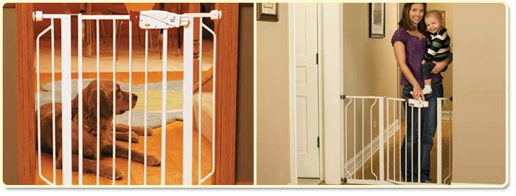 Regalo Easy Step Walk-Through Gate Lifestyle Shot