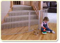 Regalo 4-In-1 Metal Play Yard Lifestyle Shot
