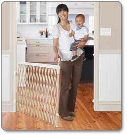 Munchkin Wide Spaces Expanding Gate, Light Wood Product Shot