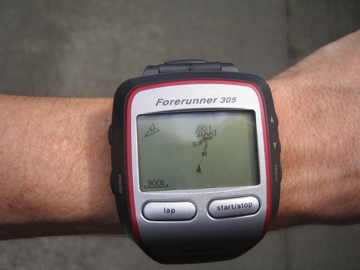 Amazon's pic of the Garmin 305
