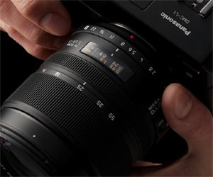 The Panasonic L1's on-lens aperture ring