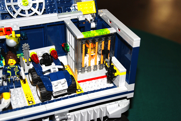 Amazon.com: LEGO Agents Mobile Command Center: Toys & Games