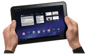 motorola xoom hands sm Motorola XOOM Android Tablet (Verizon Wireless)