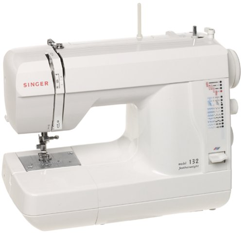 Singer 132 Featherweight Compact Efficiency Sewing Machine